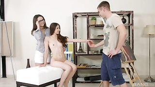 Nude models Stefany and Alina enjoy having anal trio with a painter