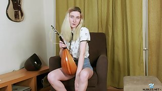 Homemade video of adorable Tomnat pleasuring her cravings. HD